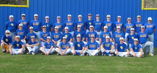 The 2014 SPS baseball team poses for a picture. (Photo from the SPS baseball Facebook page.)