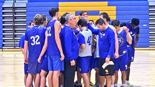 Wolves prepare for the season opener against Parkview Baptist. (photo: SPS Basketball Twitter)